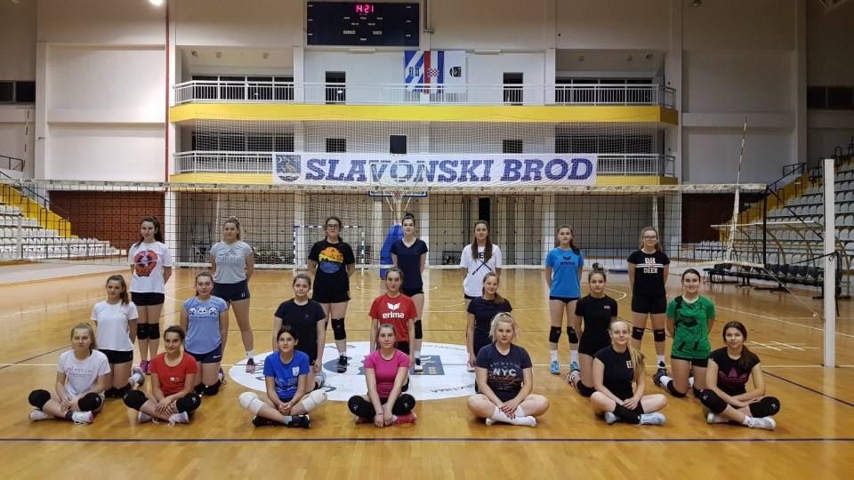 Završen ovogodišnji program ljetne škole odbojke u Slavonskom Brodu